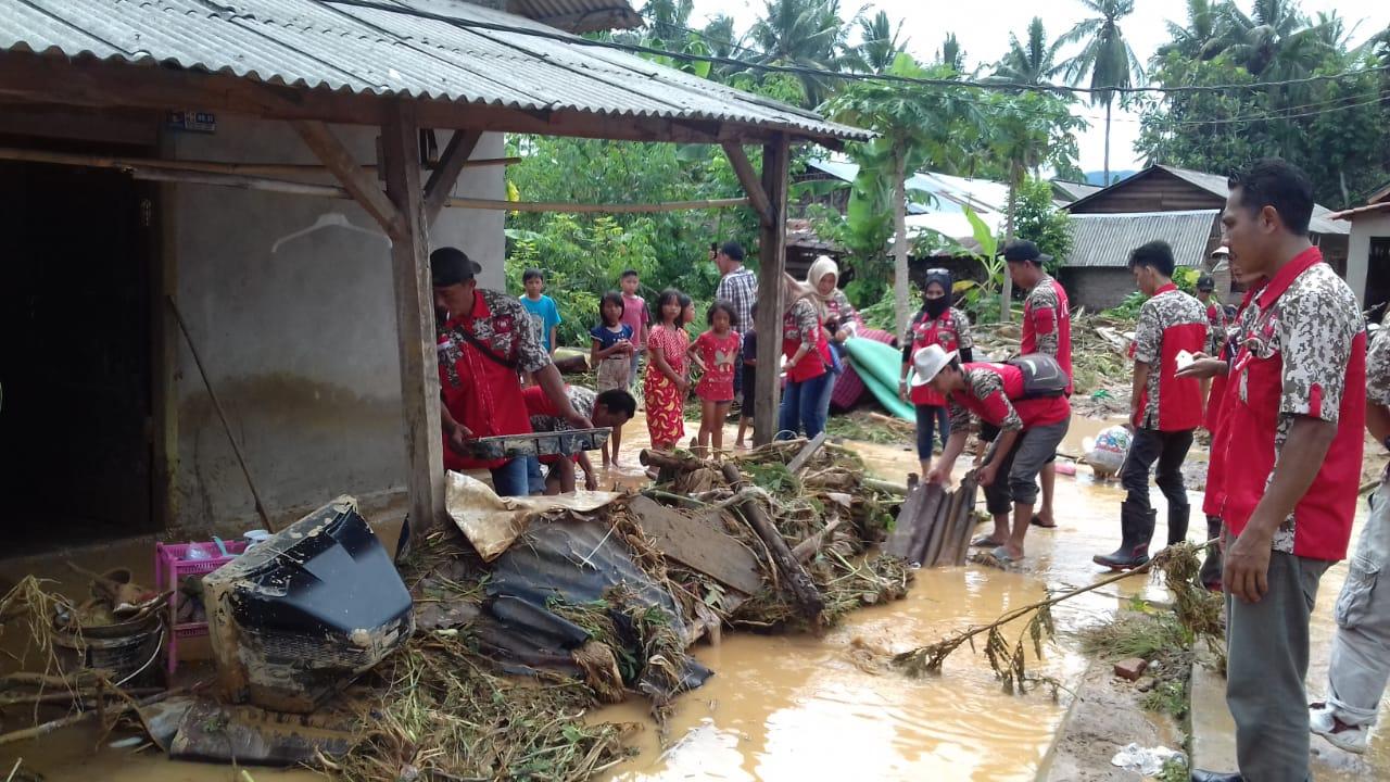 GML Tanggamus Bantu Warga Korban Banjir dan Longsor di Semaka