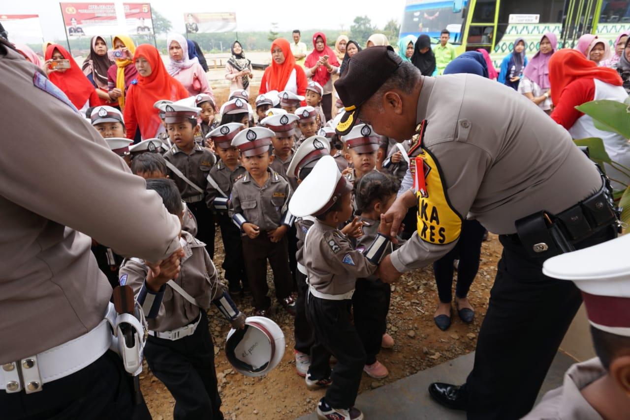 Puluhan Anak PAUD Anida Datangi Mapolres Pesawaran
