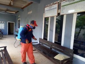 Cegah Covid 19 Desa Sukadana Ilir,Semprot Disinfektan.