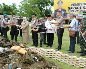 Kapolda Lampung Musnahkan Barang Bukti Di Lamsel