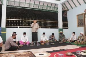 Peringati Hari Santri Nasional, Pemkab Pringsewu Gelar Istighotsah Di Makam KH.Ghalib