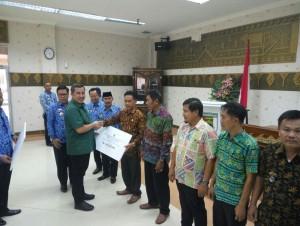 Bupati Pesawaran Berikan Bantuan GaDIS Ke 44 Desa