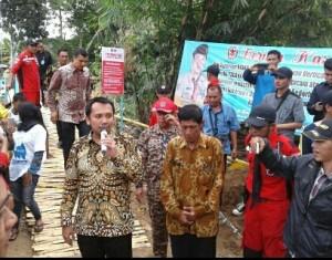 Gubernur Resmikan Jembatan Gantung Di Pesawaran