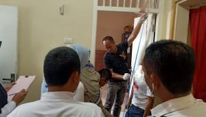 Polsek Dente Teladas Olah TKP Penemuan Mayat Tergantung di Kusen Pintu