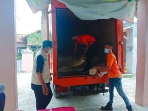 Bulog Salurkan Bantuan Beras PPKM di Pesawaran
